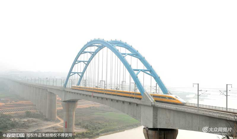 成渝高铁开始全线时速300公里拉通试验