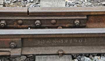陕西发现清代钢轨-110年前制造至今仍在使用.jpg