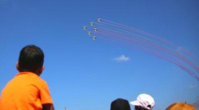中国空军八一飞行表演队首次在泰国飞行表演