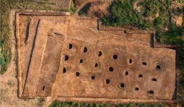 """""""芈月墓""""埋于麦田下-陪葬墓现21个神秘圆坑.jpg"""