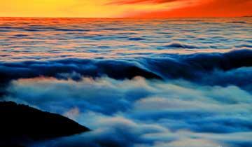 安徽黄山雪后现云霞壮观瀑布流云景观
