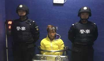 警方公布抢女童嫌犯照片-马赛克成亮点.jpg