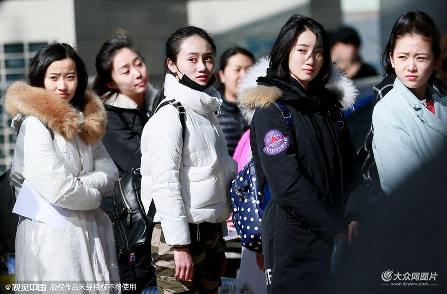 2016年2月23日讯,北京,北京电影学院艺考复试第一天美女云集,颜值爆表秒杀初试。经过初试,7631名考生中共有2039名进入复试,淘汰率高达73%。