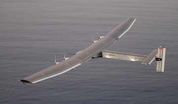 世界最大太阳能飞机更换电池后在夏威夷试飞.jpg
