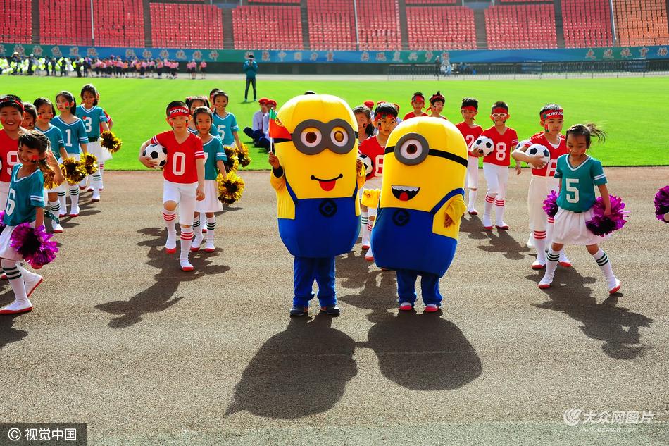 济南:小学运动会入场式效仿奥运会 (/8)图片