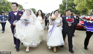 """大学生与老师""""组队""""办校园婚礼"""