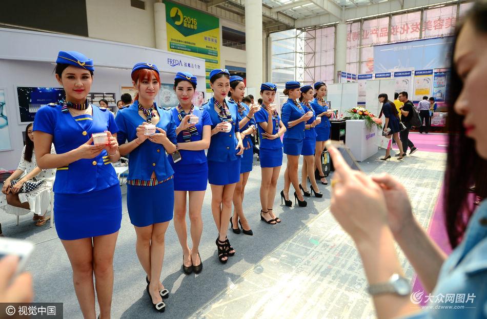 2016年5月5日,山东省济南市举行第31届中国(济南)国际美容美发化妆品产业博览会,百余家美容、化妆、整形企业现场展示最新技术和产品。