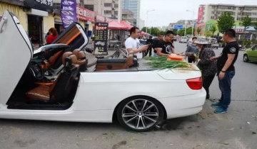 山东土豪开跑车卖大葱被指炒作