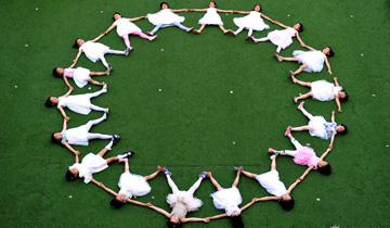 青岛:幼儿园大班儿童毕业拍创意毕业照.jpg