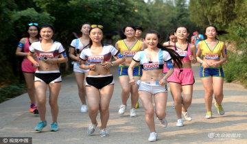 济南女子时尚健康跑 比基尼美女抢镜