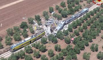 意大利两列火车相撞 厢体坍塌数十人死伤