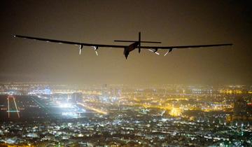 全球最大太阳能飞机完成环球之旅.jpg