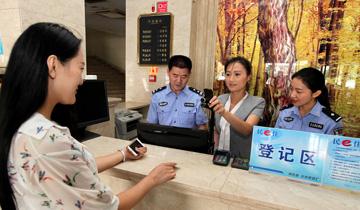 """枣庄:旅客不带身份证可""""刷脸""""住宾馆.jpg"""