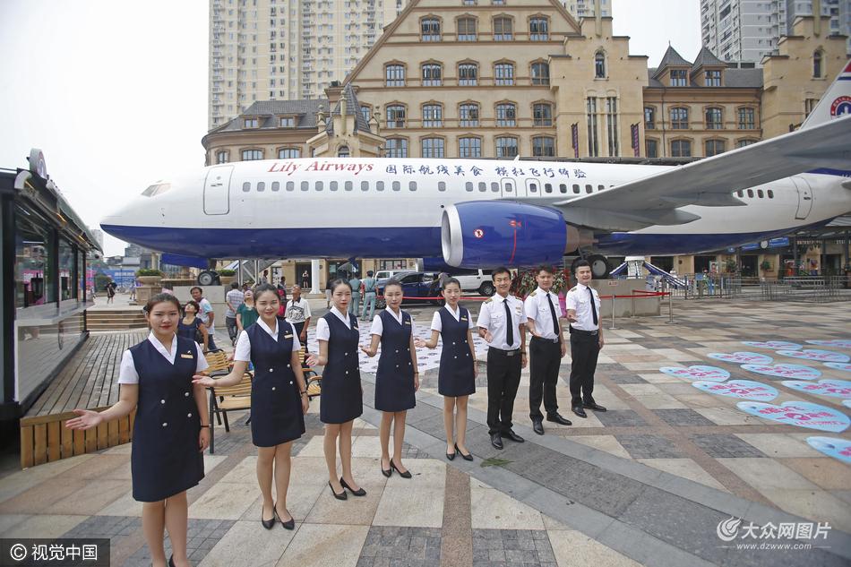 2016年9月9日,湖北武汉,中国首架飞机餐厅在武汉光谷步行街开门迎宾.