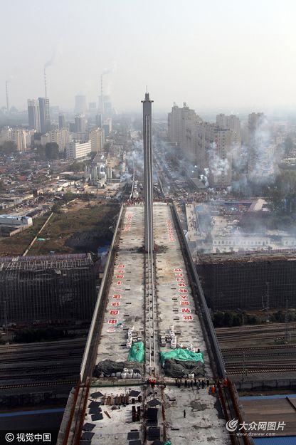 11月8日,菏泽丹阳立交桥主桥转体工程正式实施。
