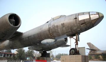 山东滨州:亿元淘宝村现两架退役轰炸机.jpg