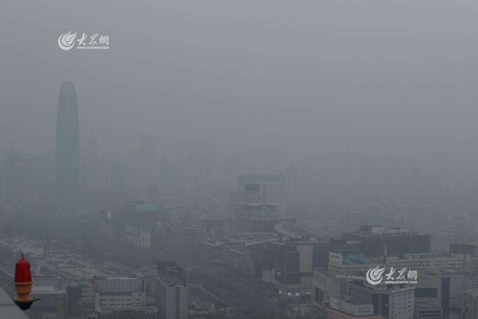 150米高空俯瞰济南 城市灰蒙蒙一片