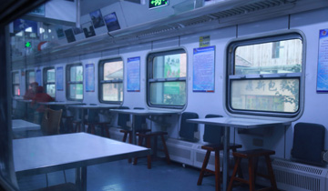 济南退役绿皮火车变身快餐厅.jpg