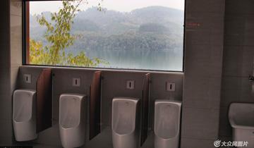 """广西柳州:""""半透明""""滨江公厕-可边如厕边赏景.jpg"""