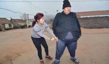 日照430斤男子无法工作 靠93岁奶奶养老补贴
