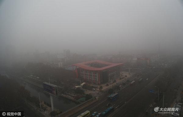 济南遭遇雾霾来袭