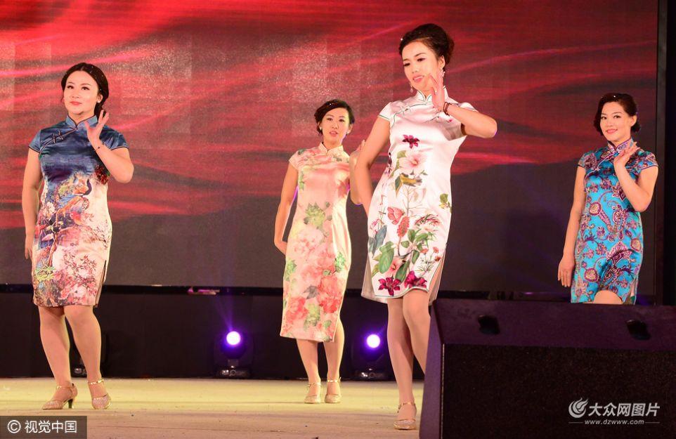 """1月8日,""""国韵齐鲁情""""世旗联合会山东旗袍春晚在聊城市高新区举办。"""
