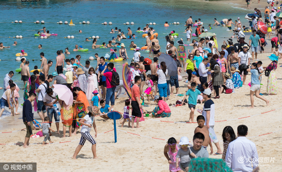 2017年01月29日,海南省陵水黎族自治县,分界洲岛旅游区,游客云集。