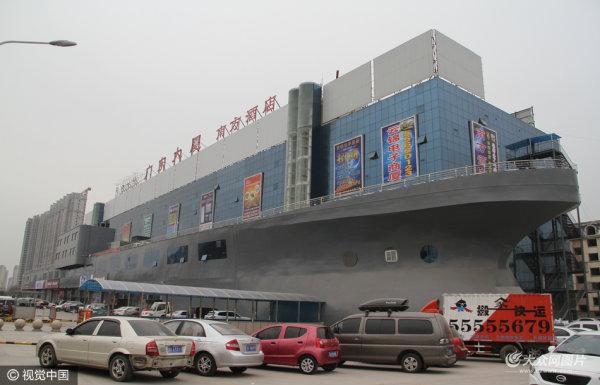 """济南一大楼酷似巨型""""轮船""""开上大街"""