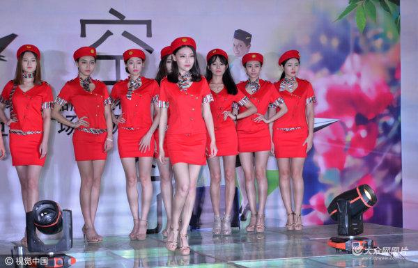 济南模特空姐T台秀 红衣制服惊艳绝伦