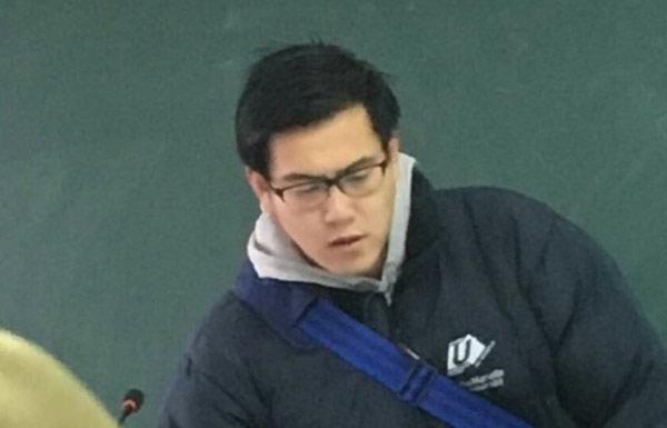 高校教师酷似彭于晏 网友纷纷表示想蹭课
