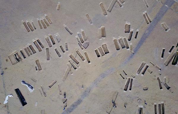 成都发掘近200座古墓 出土文物上千件