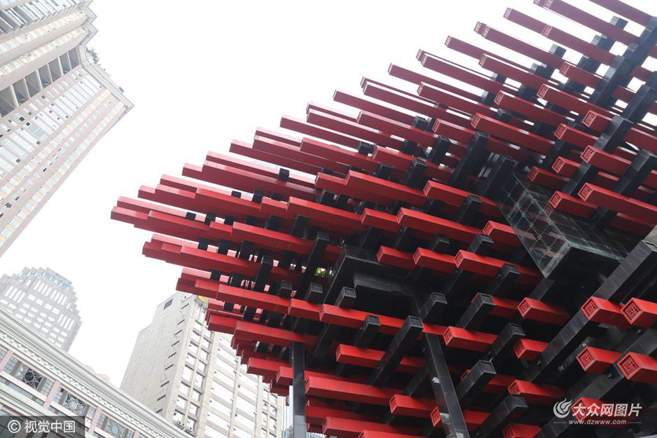 """重庆现奇葩""""筷子楼"""" 建筑好似插满筷子"""