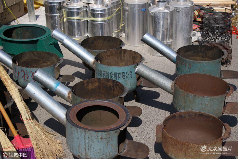 农村大集现液化气罐改装炉子 网友笑称高手在民间
