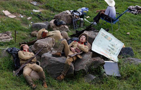 图片故事:镜头记录国人千姿百态睡相