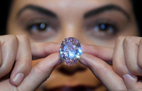 """世界最贵""""粉红之星""""钻石亮相 估价超6千万美元"""