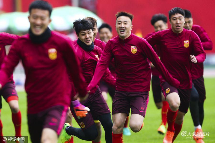 北京时间23日晚19时35分,国足将坐镇长沙贺龙体育场,迎来世预赛12强赛小组赛第六轮对手韩国男足。