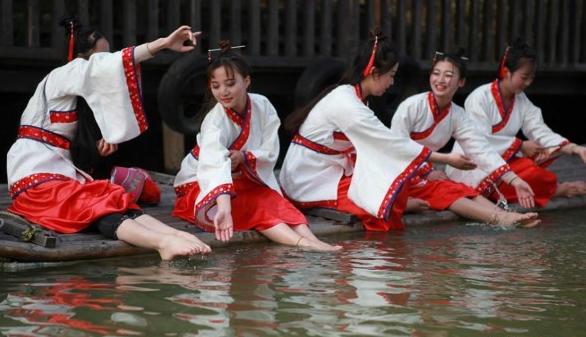 """淹城重现上巳节古风 汉服美女""""曲水流觞"""""""