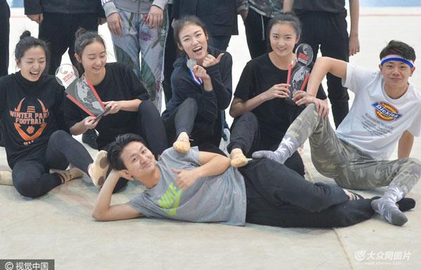 成都女硕士带队跳啦啦操 跳出世界银奖