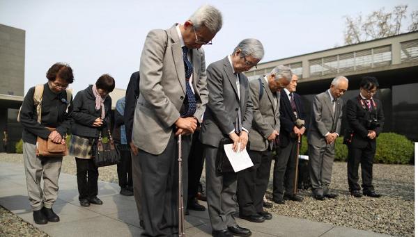 """日本植树访华团走进南京种""""和平"""""""