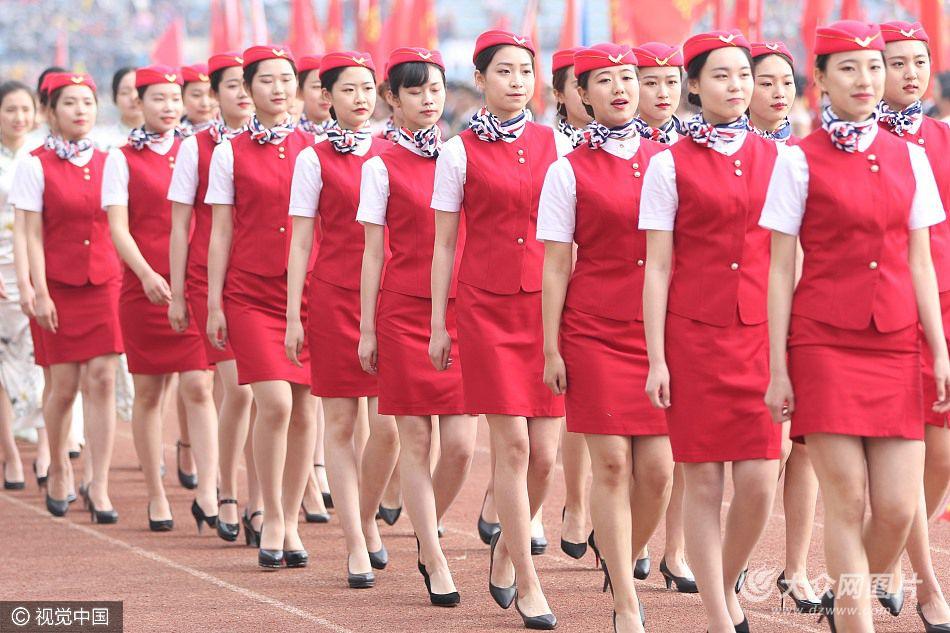 2017年4月13日,郑州大学运动会开幕式,39个学院方队依次入场。