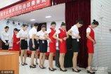 2019-03-27,山东省济南市,一家航空公司进入某高校招聘空中乘务,现场俊男美女如云。