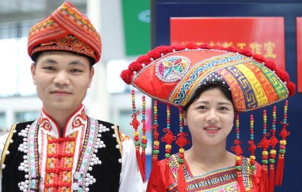 南宁东站刘三姐服务台 将民族文化融入车站服务