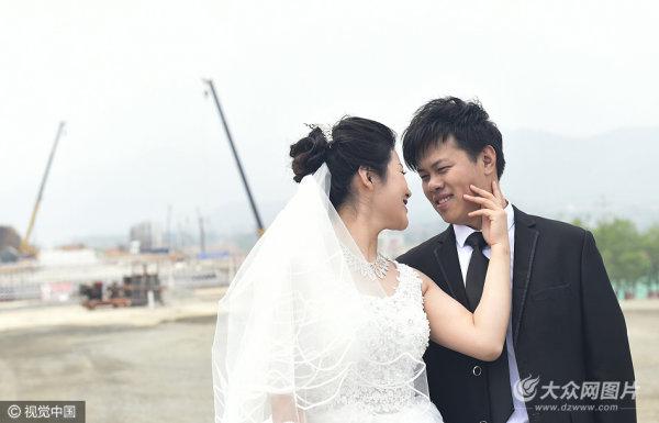 济青高铁青年建设者工地拍摄婚纱照