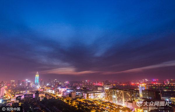 济南夜景色彩斑斓 蓝天晚霞美景如画