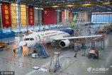据中国商飞C919前方总指挥部消息,我国具有完全自主知识产权的新一代大型喷气式客机C919目前计划5号首飞,如天气条件不具备则顺延。