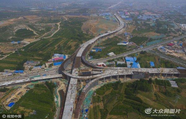 济南凤凰山互通立交拔地而起 成市区最高立交桥