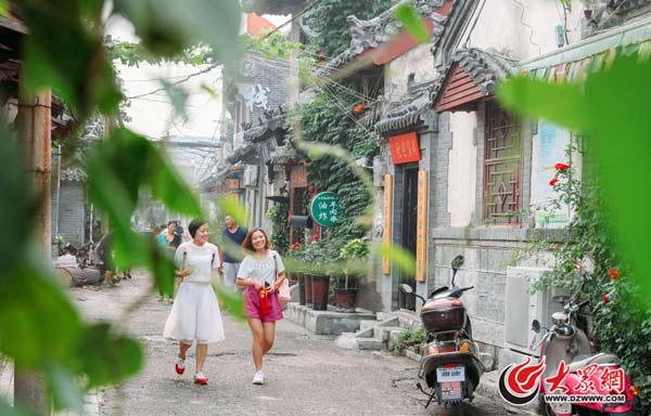 1、7月24日,在位于大明湖南.jpg