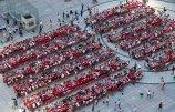 """山东东营:700余人广场共享""""百家宴""""-场面太壮观太温馨.jpg"""