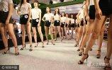 9月2日晚,浙江绍兴市越女孩模特大赛半决赛举行,32名佳丽通过各类服装展示、形体展示,争夺16强决赛圈。