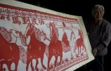 菏泽80岁农妇13岁开始自学剪纸.jpg